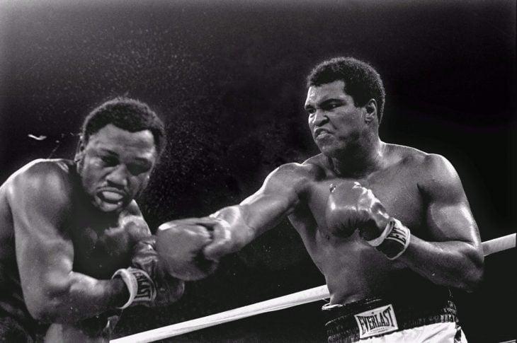 Ali boxeando en ring