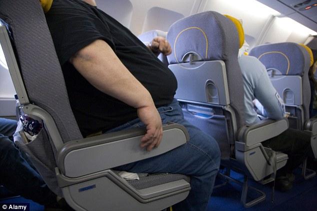 Hombre obeso en avión