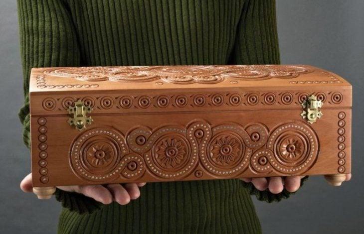 tallado caja madera