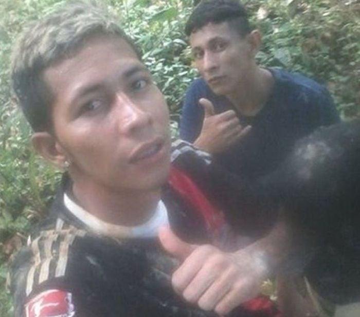 Brayan selfie con otro profugo en amazonas