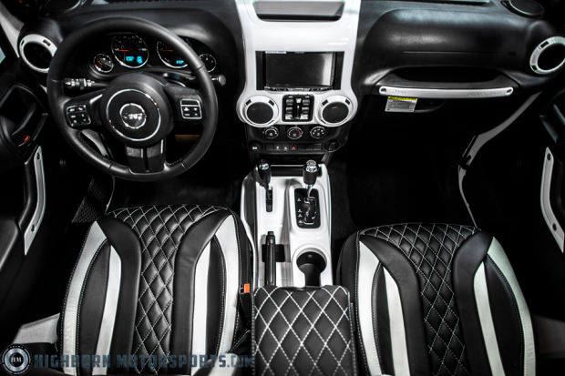 Jeep Wrangler versión stormtrooper interiores negro