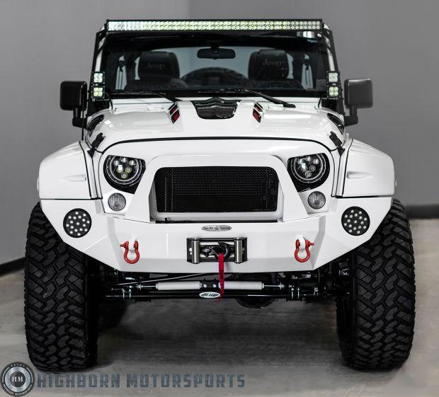 Jeep Wrangler versión stormtrooper de frente rojo