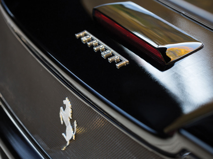 Ferrari logo trasero
