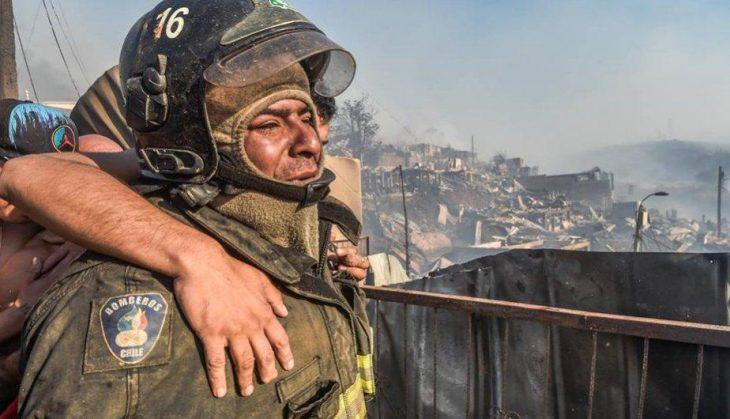 Juan Carlos Espinoza bombero llorando