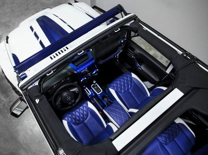 Jeep Wrangler versión stormtrooper interiores azul