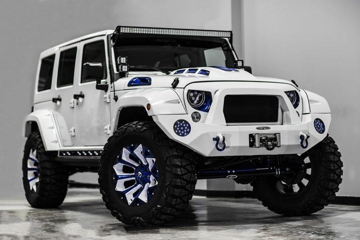 Jeep Stormtrooper esquinado
