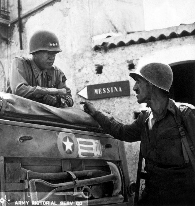 patton platicando con soldado