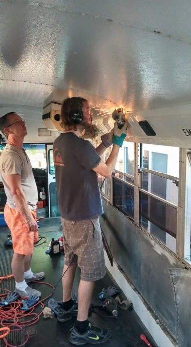 Conversion de camion big blue a casa rodante quitando remaches