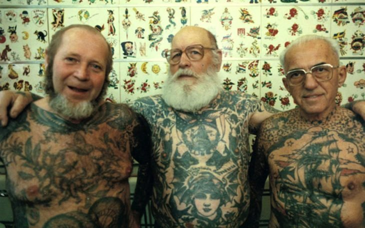 abuelos con tatuajes