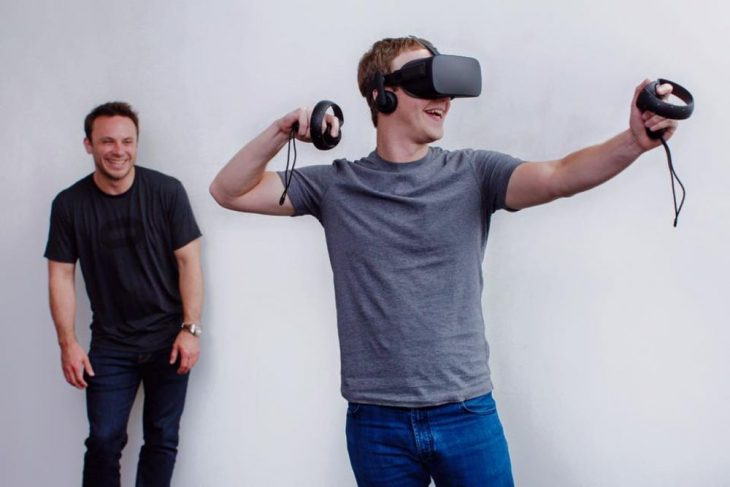 Mark Zuckerberg usando realidad virtual