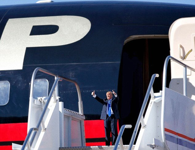 Tiny Trumps avion