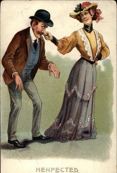 mujer jalándole la nariz