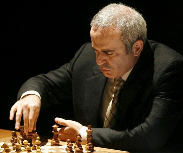 kasparov jugando