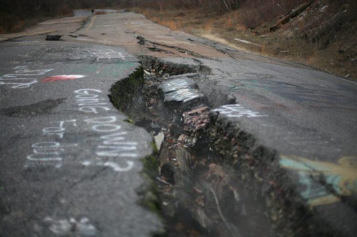 Grieta en el asfalto