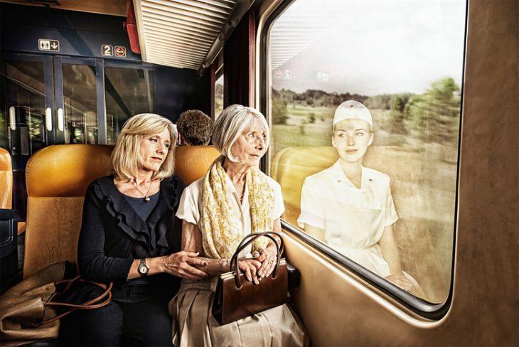 Tom Hussey galería reflexiones mujeres en tren