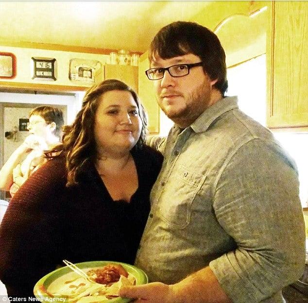 Lexi y Danny comiendo