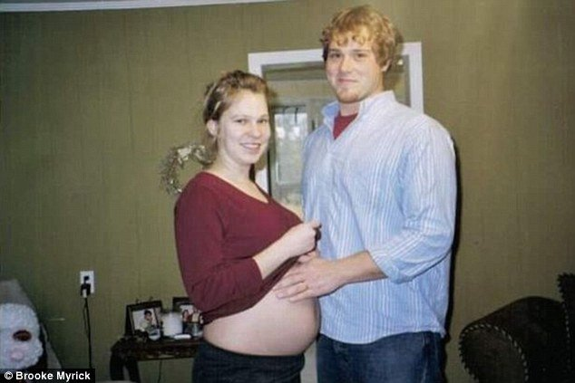 Padres embarazados de gemelos Walker y Willis