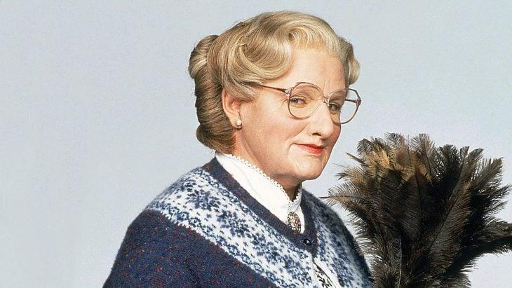 Mrs. Doubtfire con plumero