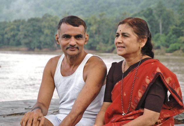 Dr. Pakash y su esposa