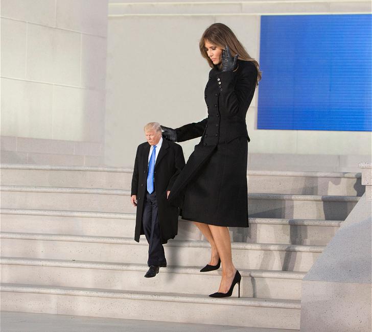 Tiny Trumps escaleras Melania