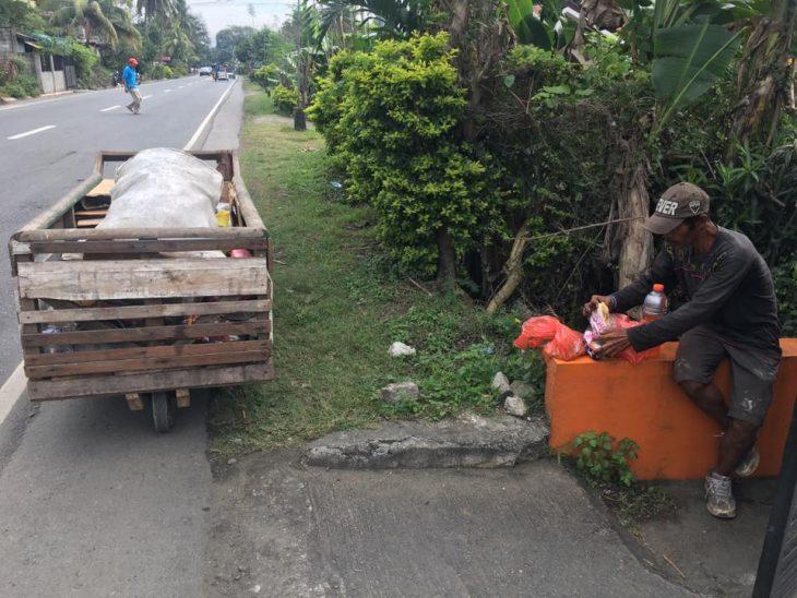 motociclista ayuda