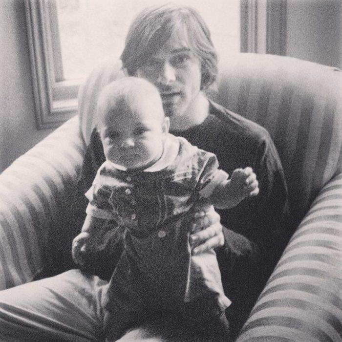 Kurt Cobain con su hija