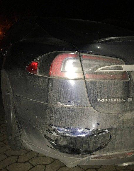 Daños de Tesla Model S de Manfred Kick