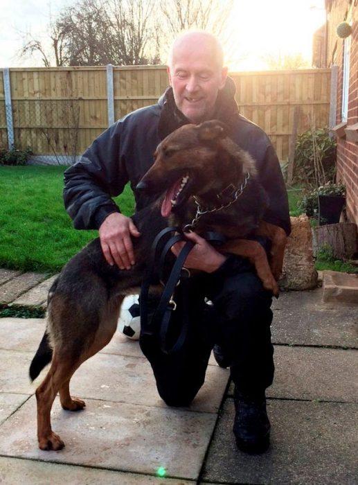 perro y policia