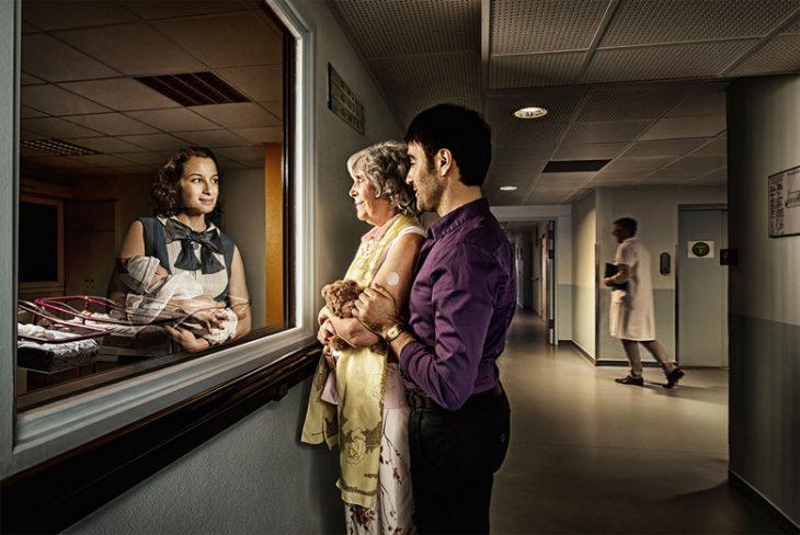 Tom Hussey galería reflexiones mujer con bebé