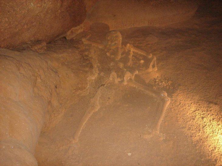 Restos óseos en Bélice
