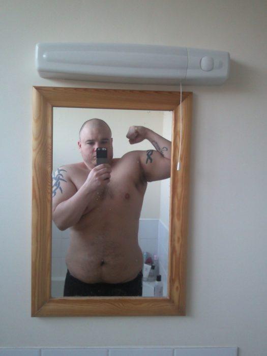 James Fry frente al espejo