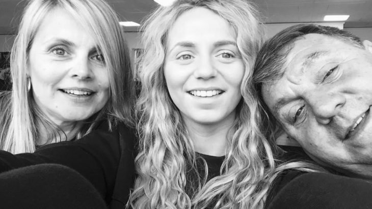 Jessica con sus padres