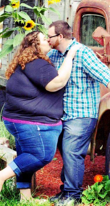 Lexi y Danny besandose