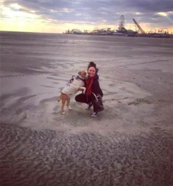 Russ y Kayla perro rescatado