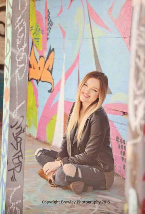 Chica grafiti pene photoshop