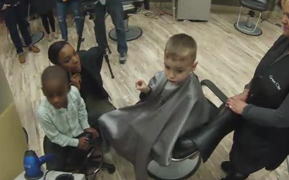 niño corte de pelo