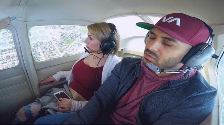 Dormido en avión