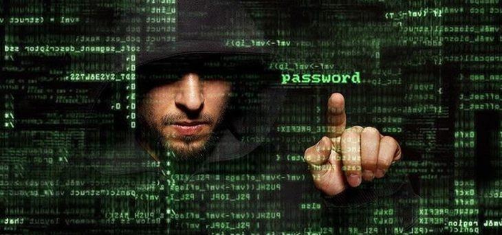 Hacker buscando contraseña
