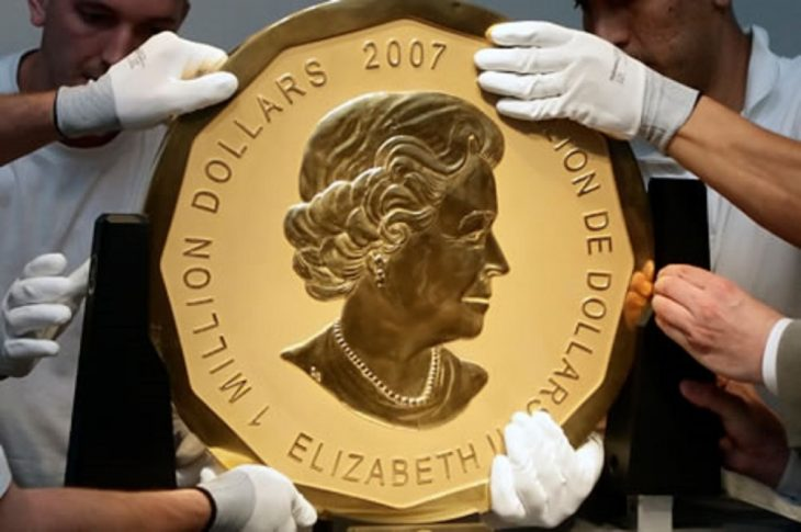 Moviendo moneda de oro