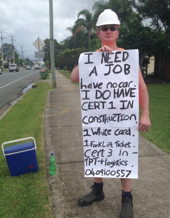 Hombre pidiendo trabajo