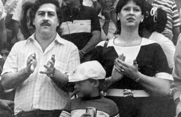 Pablo Escobar con su familia