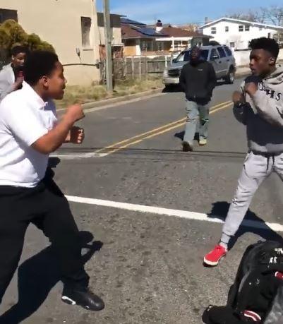 chicos peleando