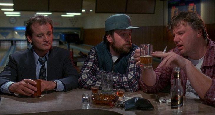 amigos en barra bar