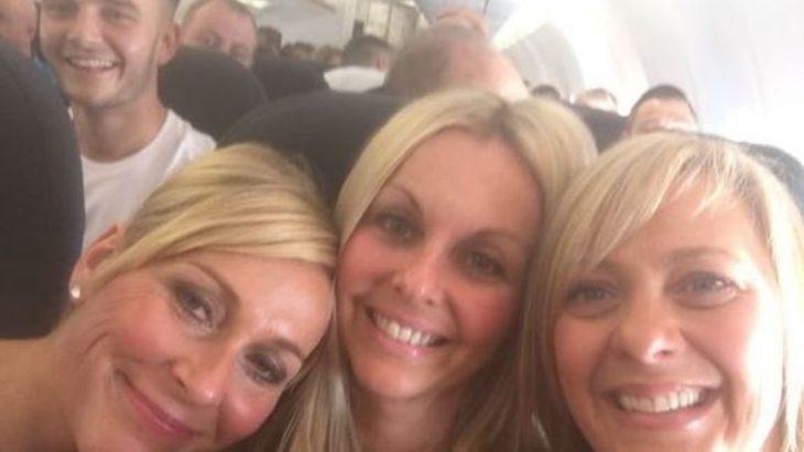 Mujeres selfie mismo intruso