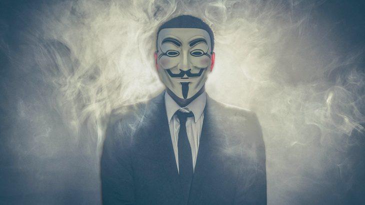 Anonymous con humo