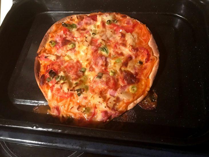 pizza con spaguetti y piña