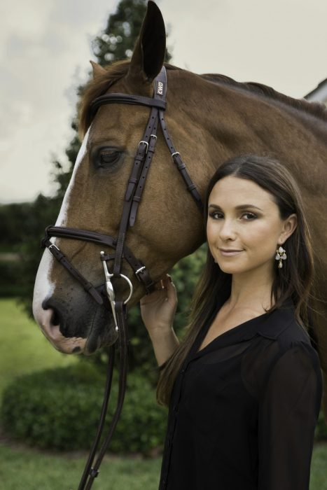 Georgina Bloomberg con caballo