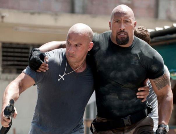 Según el campeón de UFC Tyron Woodley, Vin Diesel le dijo que podría enfrentar a Dwayne 'The Rock' Johnson en una pelea real y ganaría.