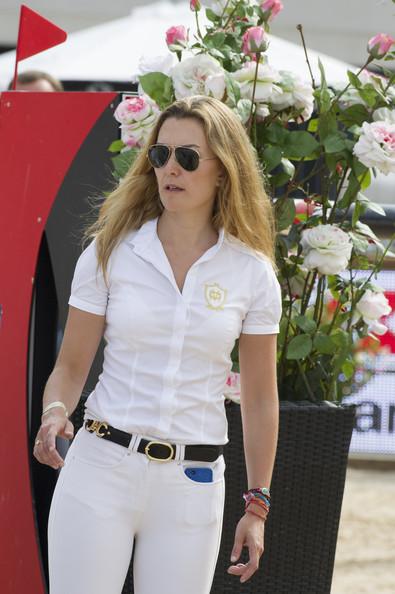 Marta Ortega-Pérez de blanco