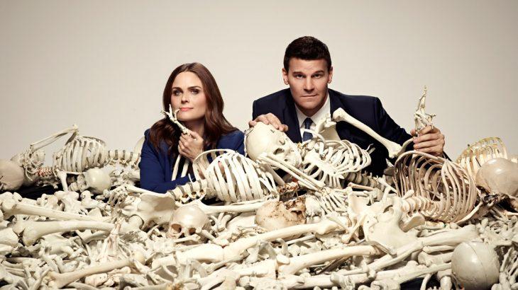 bones cartel entre huesos